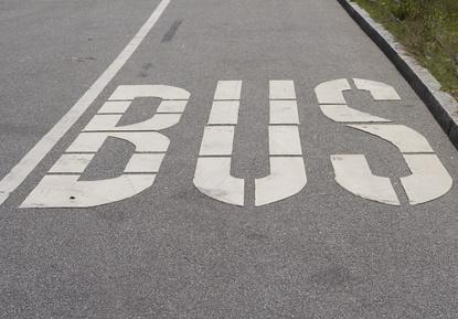 Elektroautos dürfen in manchen Ländern die Busspur benutzen. © Wolfgang Mette - Fotolia.com