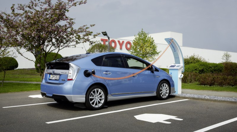 Symbolbild. Strom-Parkplätze am Sitz von Toyota Deutschland. Foto: Auto-Medienportal.Net/Toyota