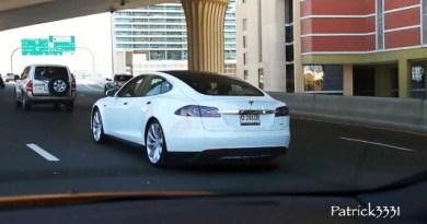 Das Elektroauto Tesla Model S in Dubai. Bildquelle: User Patrick3331 auf Youtube