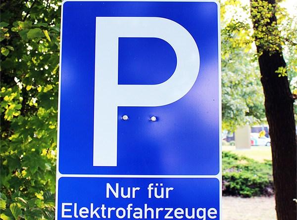 Elektroauto Parkplatz Wolfenbüttel Parkplatz nur für Elektrofahrzeuge