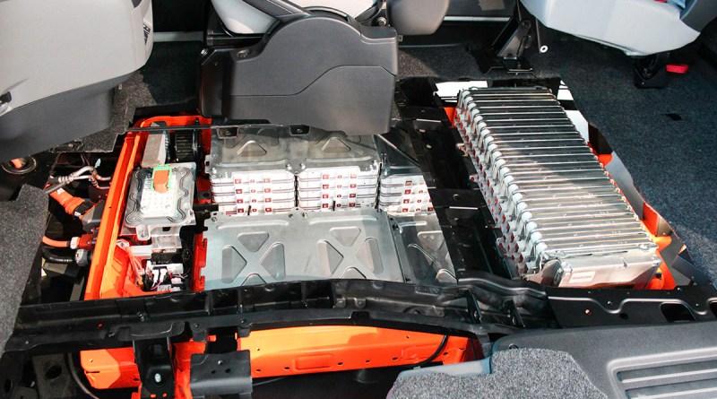 Symbolbild. Hier sind die einzelnen Lithium-Ionen Akkuzellen der Batterieeinheit im Elektroauto Nissan e-NV200 zu sehen.