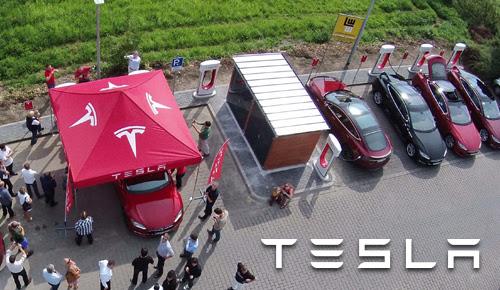 Die Eröffnungsfeier des 12. Supercharger in Kamen. Bildquelle: Tesla Motors