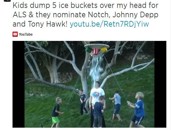 Im Rahmen der Ice Bucket Challenge hat sich Mr Elektroauto Elon Musk Eiswasser über den Kopf schütten lassen, er wurde von Bill Gates nominiert. Bildquelle: Elon Musk / Twitter