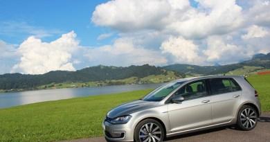 Plug-In Hybridauto VW Golf GTE mit Seeblick