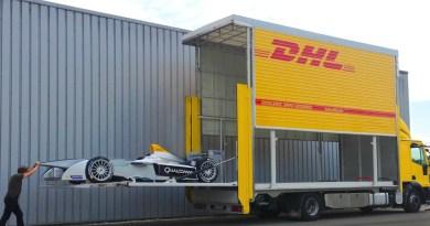 Hier sieht man, wie das Elektroauto Spark-Renault SRT_01E gerade transportiert wird. Bildquelle: DHL