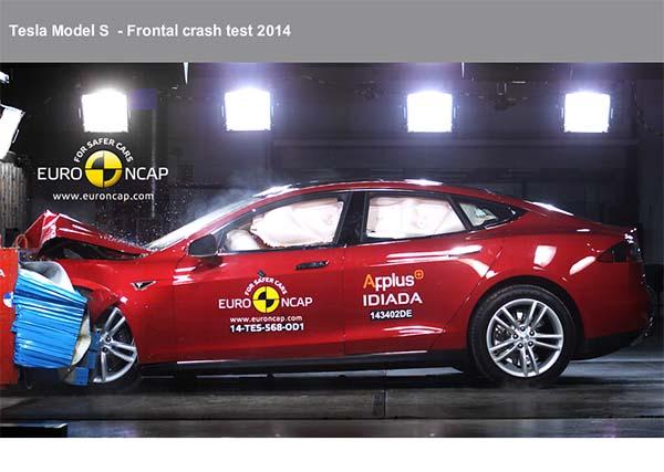 Elektroauto Tesla Model S erhält 5 Sterne beim Euro NCAP Crashtest 1. Bildquelle: Euro NCAP