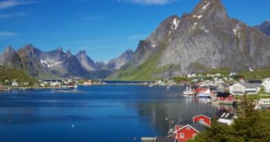 In Norwegen werden viele Elektroautos verkauft. Hier sieht man das Dorf Reine in Norwegen. © harvepino - Fotolia.com