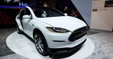 Hier sieht man Elektroauto Tesla Model X auf einer Messe. Quelle: teslarati.com