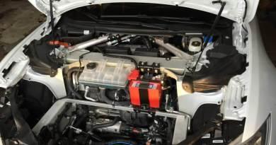 So sieht der Motorraum des Elektroauto Tesla Model S P85D aus. Bildquelle: reddit.com User: EatMoarToads