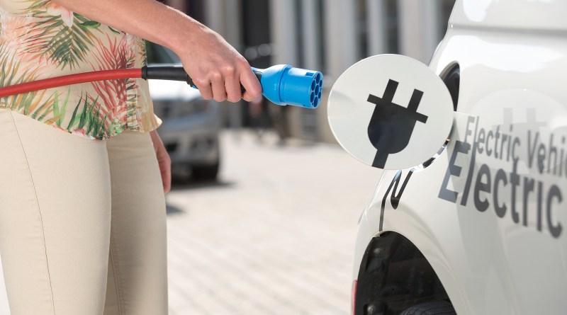 Die Elektrifizierung des Antriebs kommt. Daran werden auch die aktuell niedrigen Rohölpreise nichts ändern. Bosch rechnet damit, dass im Jahr 2025 rund 15 Prozent aller weltweit gebauten Neufahrzeuge mindestens einen Hybrid-Antrieb haben. Bildquelle: Bosch