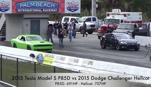 Elektroauto Tesla Model S vs Dodge Challenger Hellcat. Bildquelle: Screenshot vom Youtubevideo, User: Streetcardrags