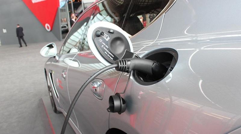 Ladestecker an Porsche Panamera S e-hybrid