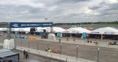 Das erste mal in Berlin: Die Formel E. Bildquelle: FIA Formel E DHL Berlin ePrix. (http://berlin.fiaformulae.com/de)