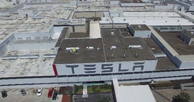 Tesla Motors Fabrik in Fremont in Kalifornien von oben. Bildquelle: Screenshot Youtubevideo von Stephen Powelson / Youtube.com