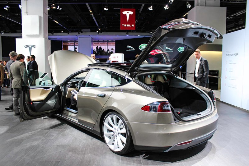Elektroauto Tesla Model S auf der IAA 2015 Frankfurt am Main