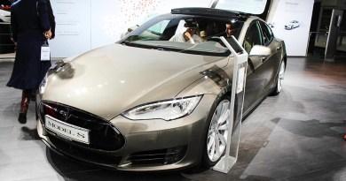 Elektroauto Tesla Model S auf der IAA 2015