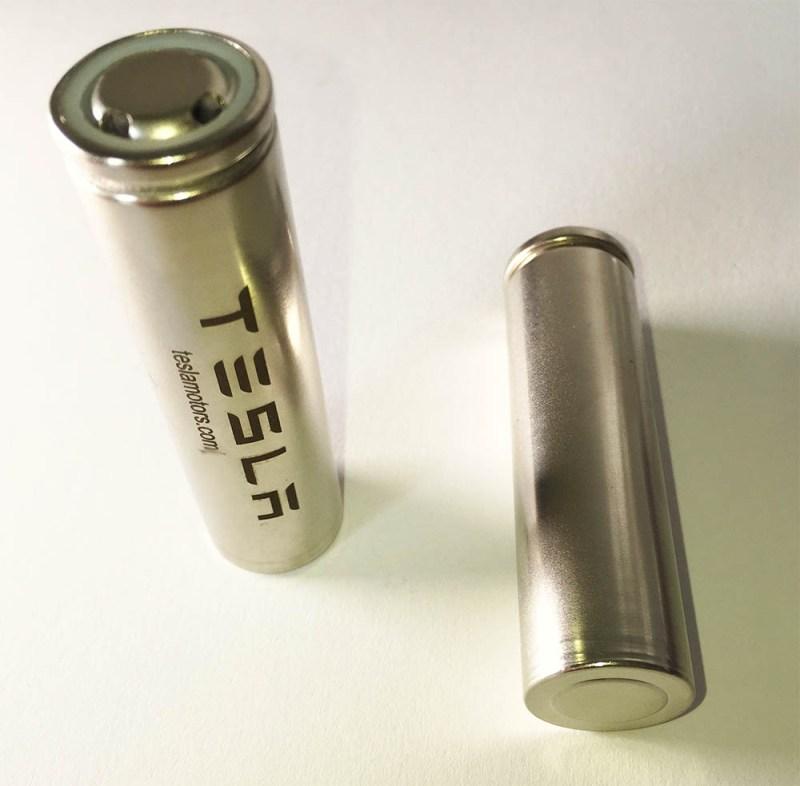 Der Link zum Pressekit von Tesla Motors ist auf dem Gehäuse von Lithium-Ionen Akkuzellen gedruckt. Diese wurden auf der IAA 2015 Frankfurt am Main verteilt worden.