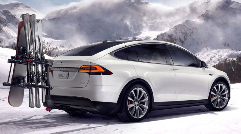 Serienversion des Elektroauto Tesla Model X mit Skiträger. Bildquelle: Tesla Motors