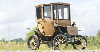 Das Elektroauto 1905 Woods Electric Style 214A Queen Victoria Brougham wurde Ende September 2015 für 84.787 Euro versteigert. Bildquelle: bonhams.com