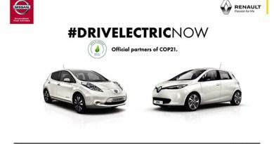 Links ist das Elektroauto Nissan Leaf und rechts der Renault Zoe zu sehen. Bildquelle: Nissan und Renault (via: Twitter.com)