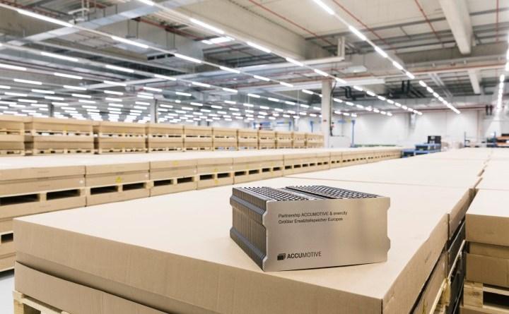 Daimler und enercity machen Ersatzteillager zum Energiespeicher/Daimler and enercity turning spare parts store into battery store. Bildquelle: Daimler AG / Accumotive / enercity