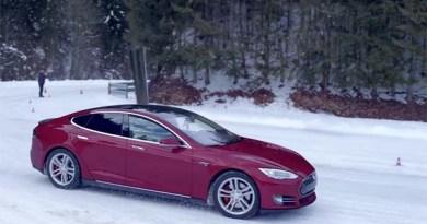 Das Elektroauto Tesla Model S im Schneetest in der Schweiz. Bildquelle: Tesla Motors / Youtube.com