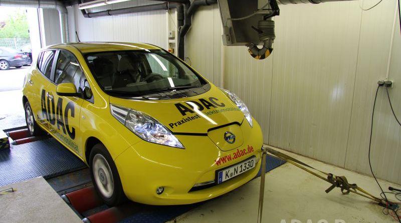 """Das Elektroauto Nissan Leaf im ADAC Praxistest, der Stromer überzeugt im Dauertest, so verfügt die Batterieeinheit selbst nach 65.000 Kilometern und 1130 Ladevorgängen noch über eine Kapazität von 90 Prozen. Bildquelle """"obs/ADAC"""""""