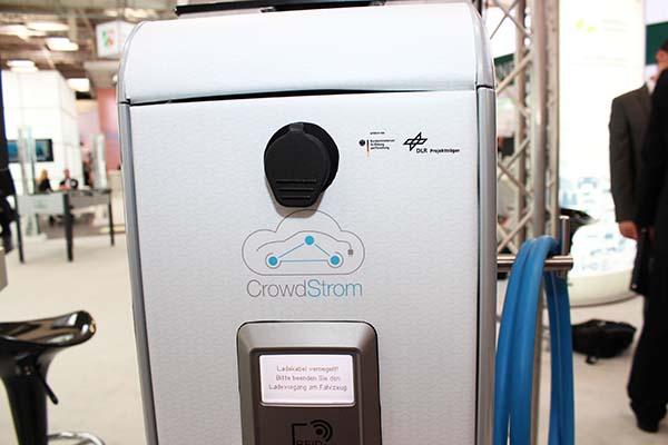 CeBit CrowdStrom macht das Aufladen von Elektroautos einfacher 3