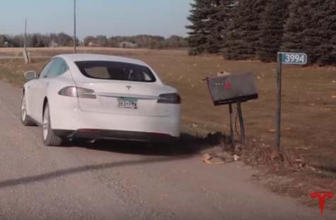 "Screenshot aus dem Video ""Electric Mail   Tesla Customer Stories"". Bildquelle: Tesla Motors / Youtube"