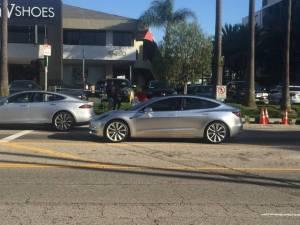 Elektroauto Tesla Model 3 auf der Straße. Bildquelle: MichaelAmbrosi (https://www.reddit.com/user/MichaelAmbrosi)