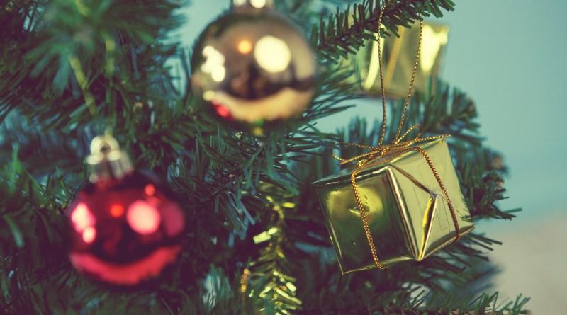Ein Weihnachtsbaum mit Schmuck. Bildquelle: @DN6 - Fotolia.com
