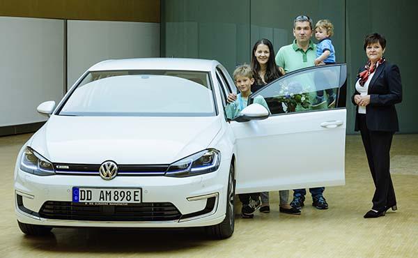 Erste Auslieferung in Glaeserne Manufaktur vom E-Golf am 02.06.2017 in Dresden . Foto: Oliver Killig / Volkswagen