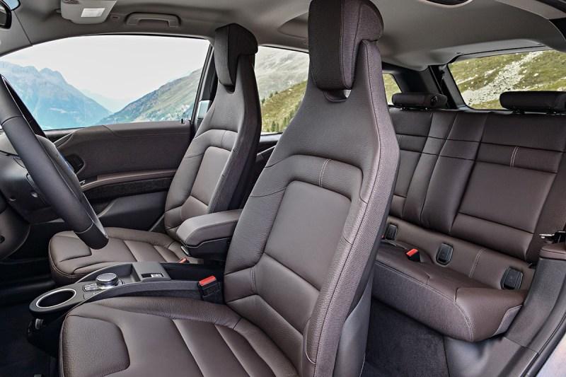 Elektroauto BMW i3s interieur Sitze Rückbank Fahrer Beifahrer. Bildquelle: BMW