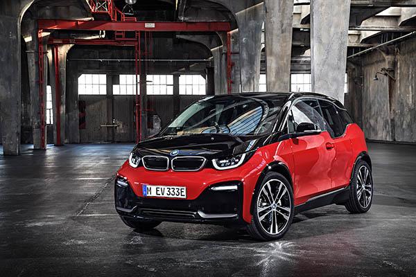 Elektroauto BMW i3s von schräg vorne. Bildquelle: BMW