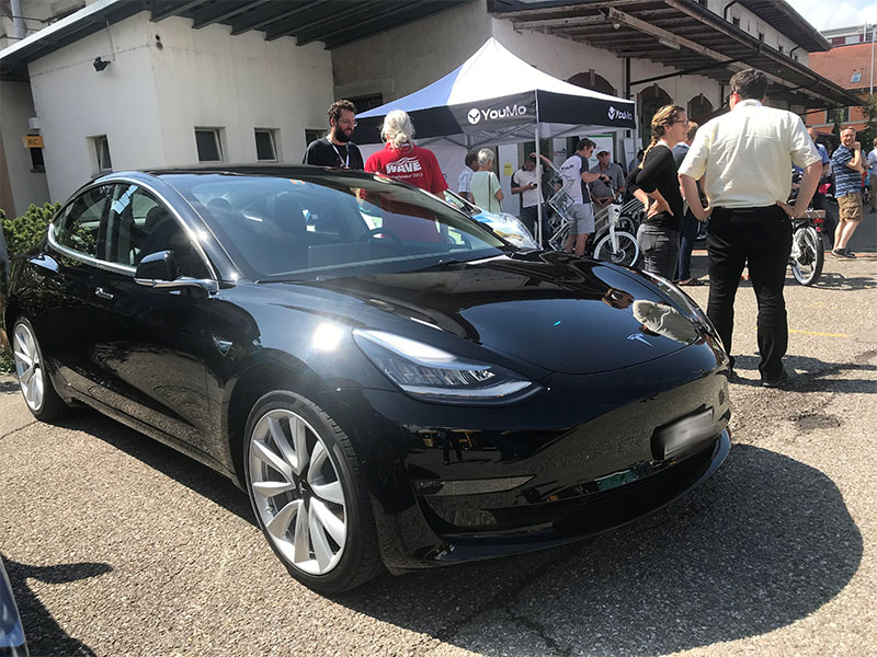 Elektroauto Tesla Model 3 - Wave Switzerland 2018. Bildquelle: www.wavetrophy.com