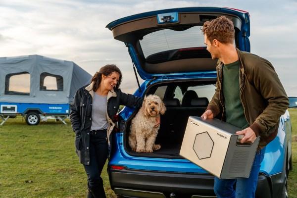 Der mobile Energiespeicher Nissan Energy ROAM kann auch getragen werden, in dem Energiespeicher kommen auch die Akkus zum Einsatz, welche nicht mehr genug Kapazität für den Einsatz im Elektroauto haben. Bildquelle: Nissan