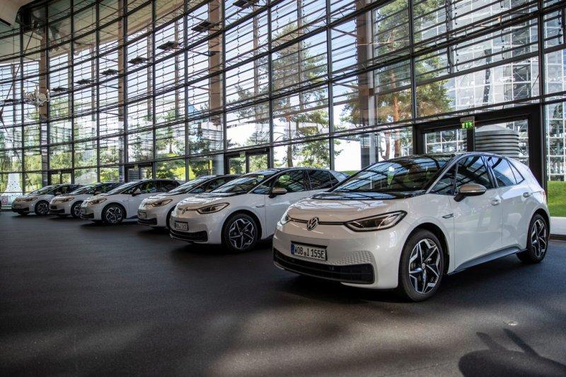 100 ID.3 Fahrzeuge machen sich auf den Weg zu den deutschen Autohändlern. Bildquelle: Volkswagen AG
