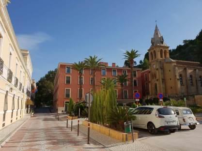 Hotelplatz mit Kirche