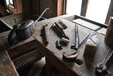 Alte Mühlenwerkszeuge in der Motormühle (2)