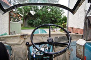 So fühlt man sich als Fahrer des alten Hanomag...