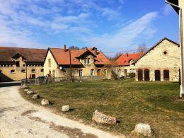 Der Blick auf das Hofmeisterhaus und das Leutehaus.