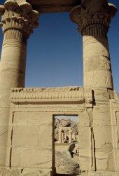 Durchblick in der größten Tempelanlage Ägyptens