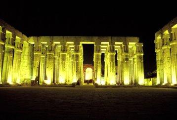 Karnaktempel bei Nacht