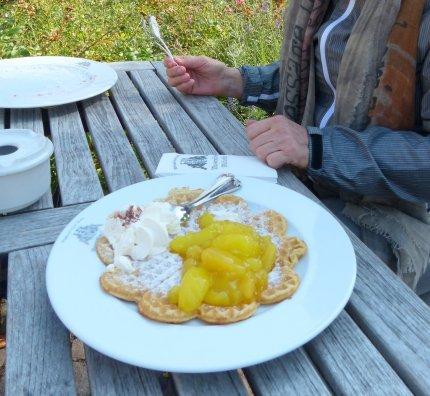 Usedom - Wasserschloss Mellenthin Spezialität Waffeln