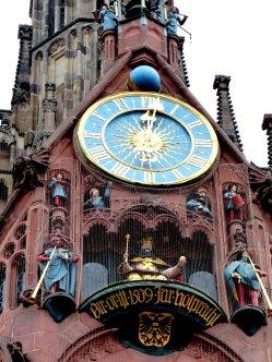 Das Glockenspiel um 12.00 Uhr mittags