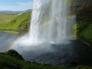 Farbenspiel hinter dem Seljalandfoss - Island