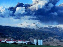 Selbe Landschaft nach Vulkanausbruch 2010 - Island