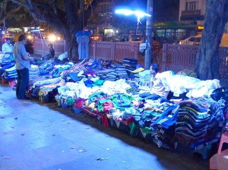 nächtlicher Textilmarkt