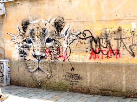 Strassenkunst ergänzt die Biennale!