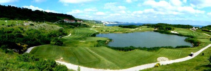 Panoramablick auf den Golfplatz